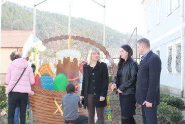 Нова традиція: у центрі Кременця облаштували великодній кошик (ФОТО)
