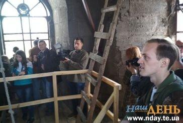 Підземний музей, найстаріший камін і 88 сходинок до неба: один з найдавніших храмів Тернополя відкриває таємниці міста (ФОТОРЕПОРТАЖ)