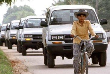 Дорогами Туркменістану їздитимуть лише білі авто