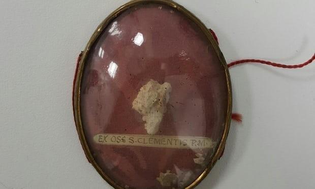 На сміттєпереробному заводі у Британії знайшли кістки Папи Римського?
