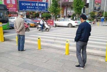 У Китаї пішоходів відучать від порушень… водою