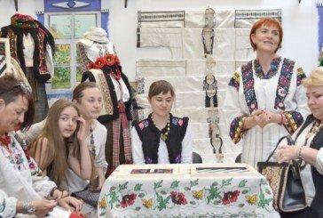 Майстрині з усієї України відроджують борщівську вишивку (ФОТО)