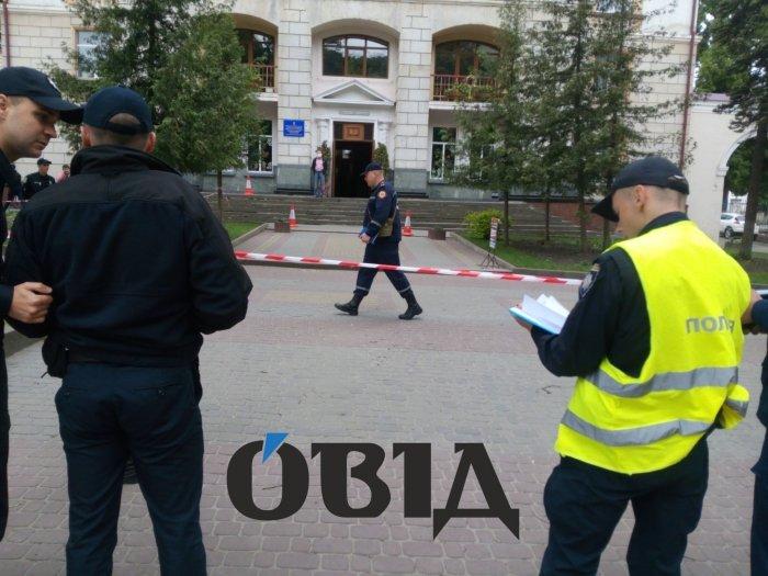 У школі в центрі Тернополя розлили отруту? (фото)