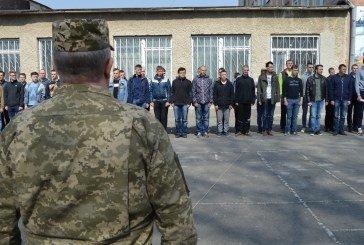 З Тернопільщини пішли служити до війська понад 400 призовників (ФОТО)