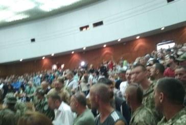 Засідання сесії Тернопільської облради розпочалося – у залі сотні жителів довколишніх сіл та величезна кількість правоохоронців (ФОТОРЕПОРТАЖ, ОНОВЛЮЄТЬСЯ)