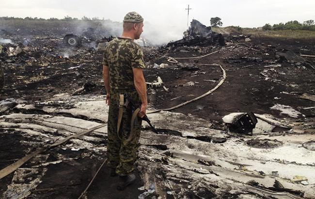 """""""Насолоджуйтесь футболом серед вбивць"""": журналіст закликав світ згадати про жертви літака МН-17"""