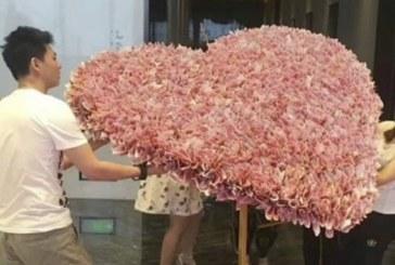 Китаєць подарував своїй коханій букет з… грошей