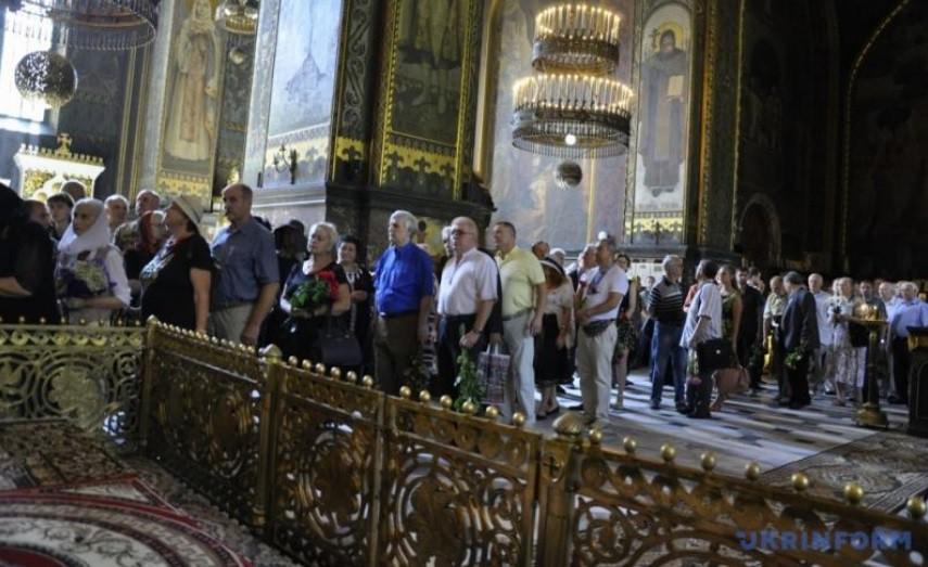 Українці проводжають Івана Драча в останню путь (ФОТО, ВІДЕО)