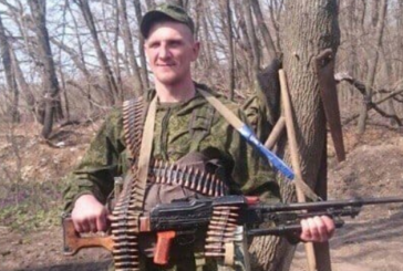 """Зі стаканом у руках: у мережі показали фото """"сміливого"""" найманця з РФ, який воював на Донбасі"""