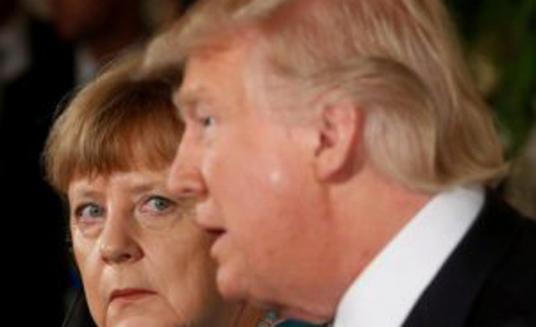 Трамп кидався цукерками в Меркель