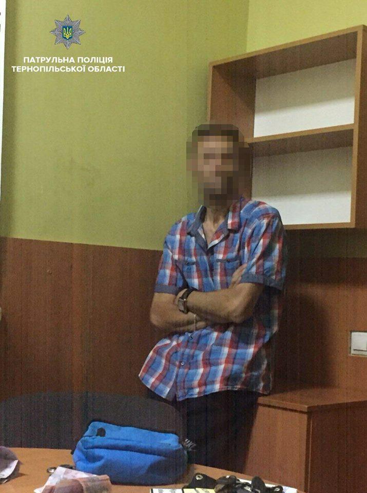 Вечірнім Тернополем «розгулював» молодик з наркотою (ФОТО)