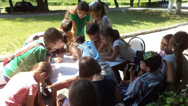 На Бучаччині, в оздоровчому літньому таборі «Лісовий», школярам розповіли про світ професій (ФОТО)