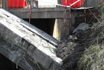 На Тернопільщині зруйнувалася опора містка на трасі національного значення (ФОТО)