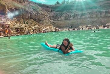 Блакитна лагуна: українці в захваті від унікального озера на Прикарпатті (ФОТО, ВІДЕО)