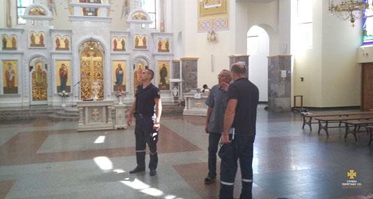 Тернопільські рятувальники слідкують, аби проща у Зарваниці відбулась без надзвичайних подій (ФОТО)
