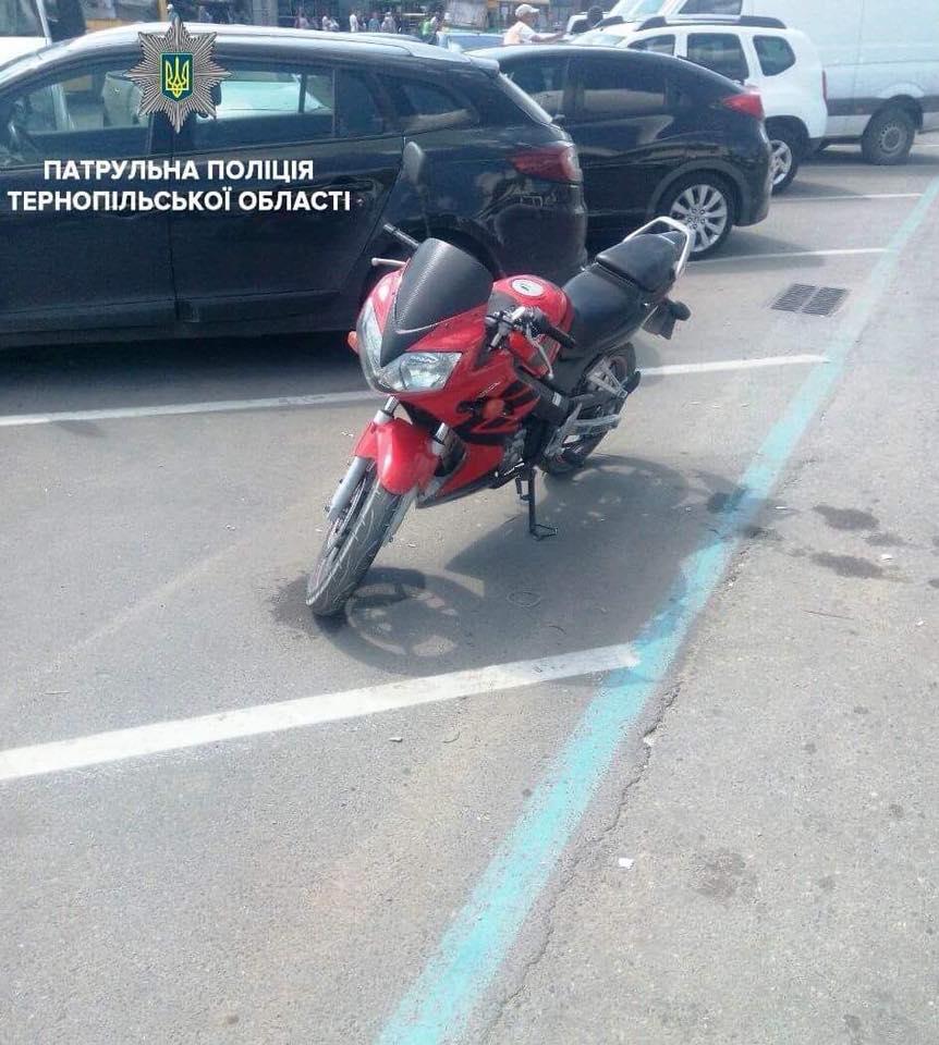 У Тернополі водій мотоцикла наїхав на дівчину: прийшлось викликати дві бригади швидкої допомоги