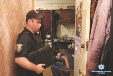 У Києві затримали безробітного 44-річного чоловіка, який під час сімейної сварки вбив батька (ФОТО)