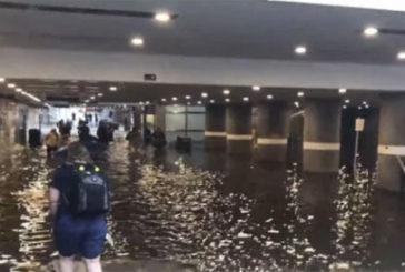 У Швеції люди почали плавати по затопленому вокзалу (ФОТО, ВІДЕО)