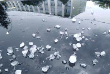 На Львівщині випав град розміром з вишню: вражаючі фото