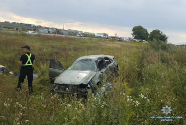Поблизу Тернополя на узбіччі виявили розбите авто та водія без ознак життя (ФОТО)
