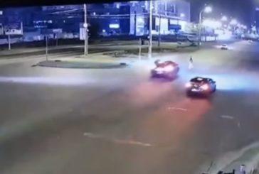Lexus у Києві збив пішохода на перехресті і навіть не зупинився (ВІДЕО)