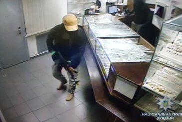 З'явилося відео з камер спостереження зухвалого пограбування ювелірки у Києві