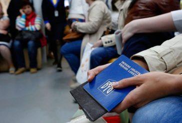 За кордон може виїхати половина жителів України?