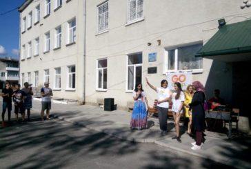У Збаражі, в літньому англомовному таборі «GoСamp», працюють з дітьми волонтери зі США та Єгипту (ФОТО)
