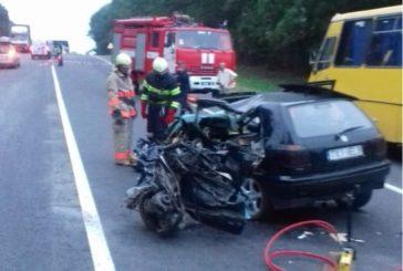 Від удару авто розірвало майже наполовину: на Тернопільщині в жахливій аварії загинуло двоє людей (ФОТО)