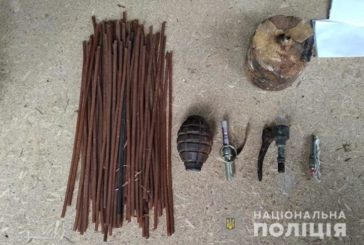 Гвинтівки, запали до гранат та тротил: у мешканця Тернопільщини вилучили арсенал зброї часів Другої світової війни (ФОТО)