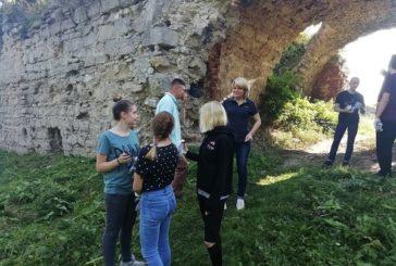 На Зборівщині провели екологічну акцію: упорядковували замок (ФОТО)