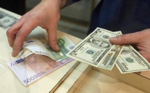 Населення почало скуповувати валюту
