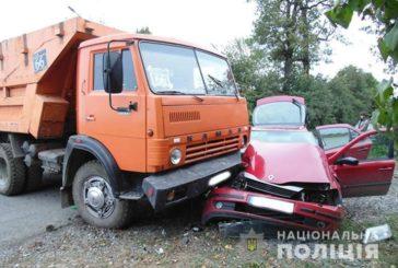 ДТП на Тернопільщині: вантажівка зім'яла іномарку (ФОТО)