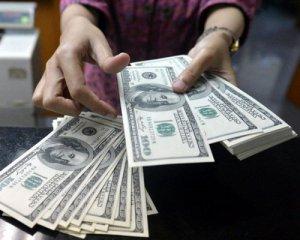 Населення продовжує скуповувати валюту
