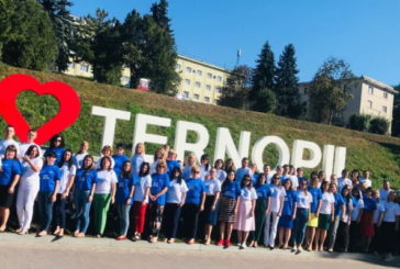 Тернопільська юстиція провела флешмоб: «Ми за мир!» (ФОТО)