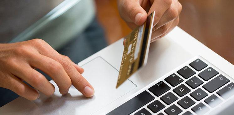 Банківський шахрай зняв з картки пенсіонерки 7000 гривень