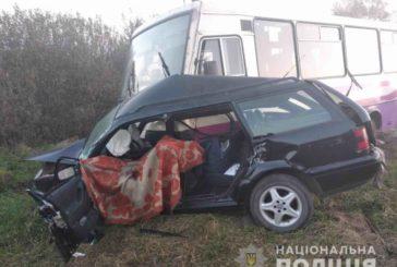 На Львівщині внаслідок зіткнення легковика та автобуса загинуло двоє людей, ще п'ятеро у лікарні (ФОТО)