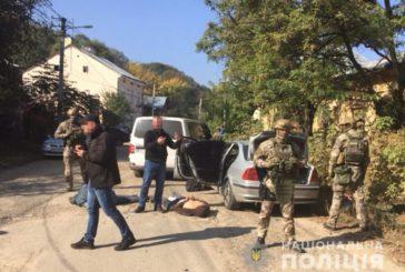 У Чернівцях затримали банду, яка нападала на валютчиків: підозрюють, що вони грабували і на Тернопільщині (ФОТО, ВІДЕО)