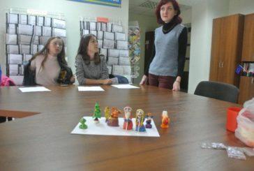 Тернопільські школярі у клубі «Час Z» ліпили фігурки іграшок за стародавніми звичаєм – із соленого тіста (ФОТО)