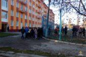 Чортківські пожежники на базі гуртожитку медколеджу вчилися тушити пожежу (ФОТО)