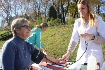 У Кременці відбулася просвітницька акція «Бережи здоров'я»: медичні послуги надавали безкоштовно (ФОТО)