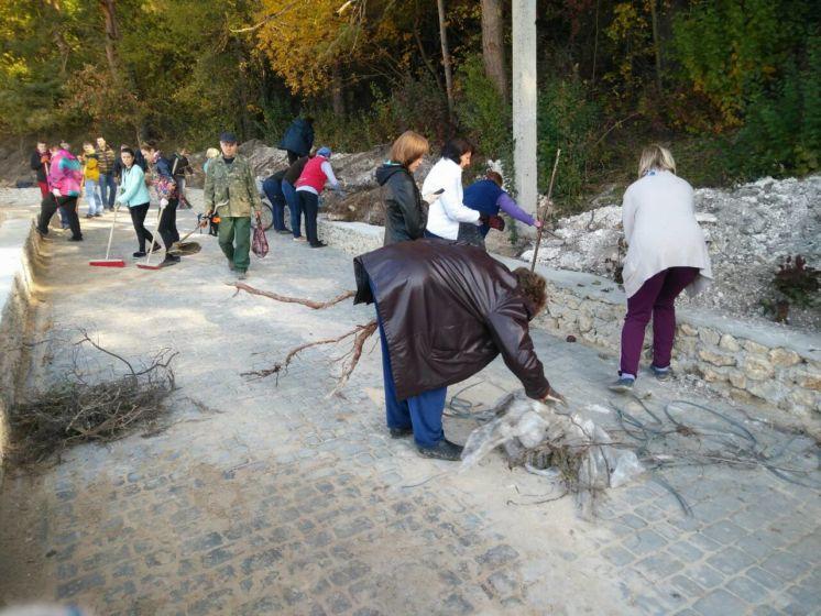 Чиновники Шумської міськради наводили марафет у «Соснині» (ФОТО)