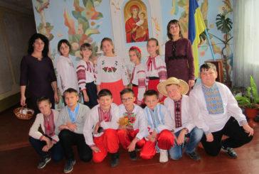 Домашні тістечка – на добрі справи: школярі з Лановеччини влаштували благодійний ярмарок, щоб купити подарунок на день народження бійця АТО