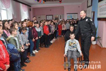 На Тернопільщині працівники поліції навчали школярів правил безпеки на дорозі (ФОТО)