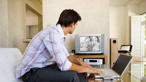 Чому багато британців досі дивляться чорно-білі телевізори?