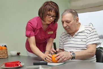 Нова професія: фахівці, що навчають застібати ґудзики і чистити зуби