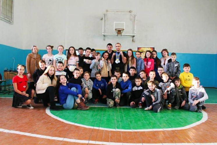 Юних кременчан тренує чемпіон України з кікбоксингу (ФОТО)