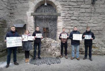 Тернополяни провели флешмоб «Зупинись, щоб вшанувати!» до роковин Голодомору (ФОТО)