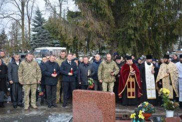 У Тернополі, на Микулинецькому цвинтарі, молилися за світлу пам'ять захисників України (ФОТО)