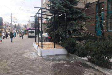 У Тернополі, на Острозького, власникам радять демонтувати незаконні кіоски самостійно, інакше це зроблять за них (ФОТО)